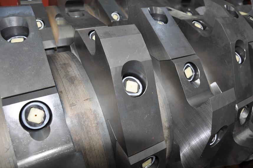 破砕機メーカーが製造する「破砕機用カッター」
