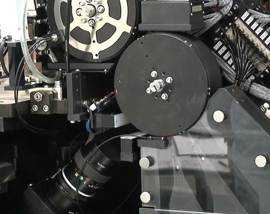 円筒部品外観検査装置「8列マルチ外観検査装置」
