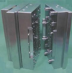 ガイドピンのない金型 浮動自己調芯式金型